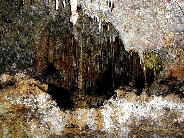 krápníky v jeskyni