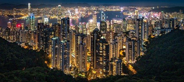 noční panorama města