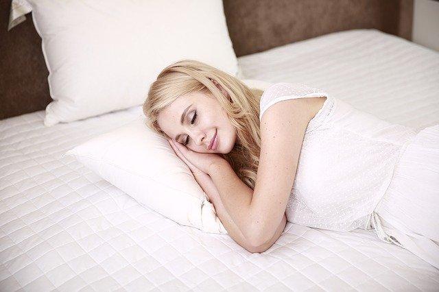 blondýna při spánku.jpg