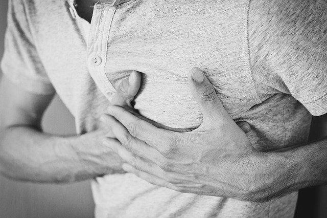 bolest na hrudi