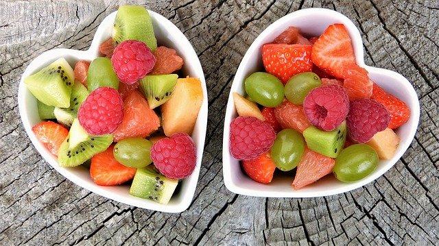 dvě misky ovoce