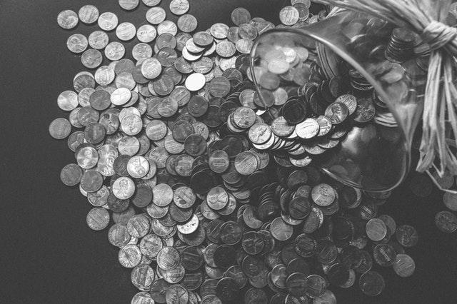 stříbrné mince v láhvi.jpg